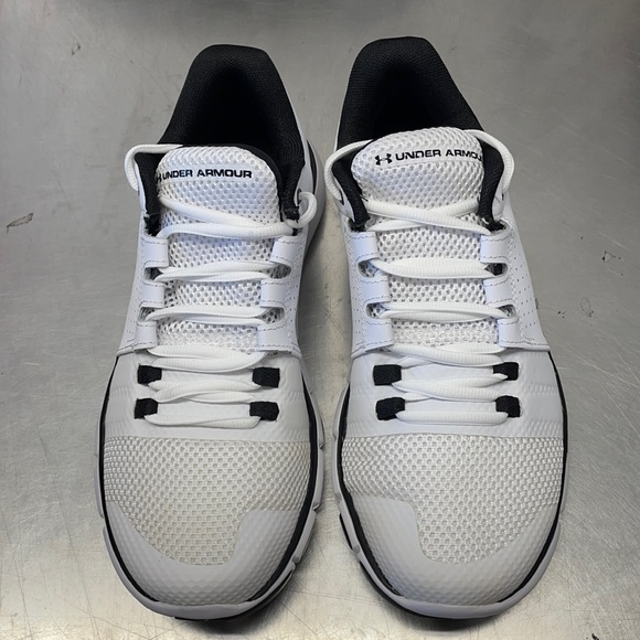NEW Under Armour mens sneaker Strive 7 US8 white